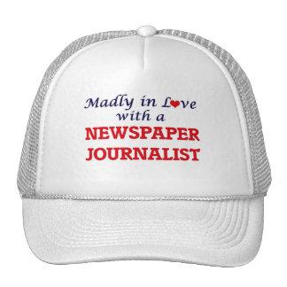 Louca no amor com um journalista do jornal boné