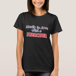 Louca no amor com um pregador camiseta