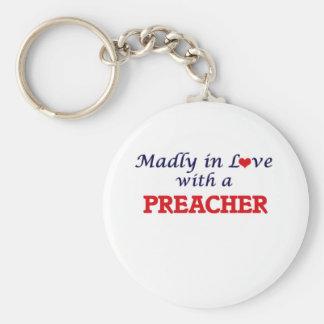 Louca no amor com um pregador chaveiro