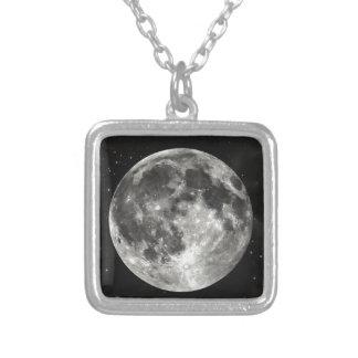 Lua cheia no céu colar com pendente quadrado