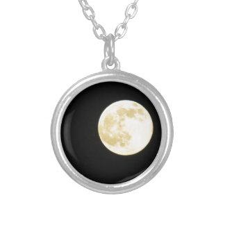 Lua dourada colar banhado a prata