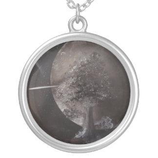 Lua e árvore de prata por Bernardo Perales Colar Personalizado