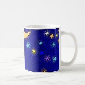Lua e estrelas do vintage que gravam a caneca