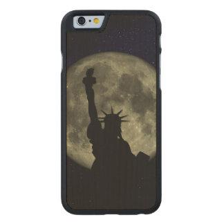 Lua e senhora Liberdade