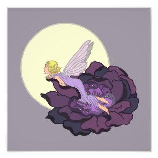 Lua que olha o céu feericamente da noite da flor impressão de foto