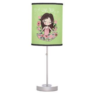 Luminária A menina cor-de-rosa dos rosas ama a ioga
