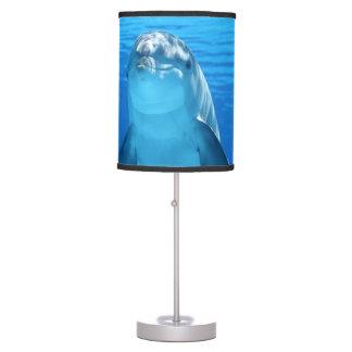 Luminária De Mesa O golfinho de Bottlenose olha a câmera sob a água