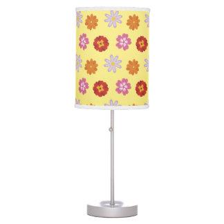 Luminária De Mesa Teste padrão de flor amarelo floral das margaridas