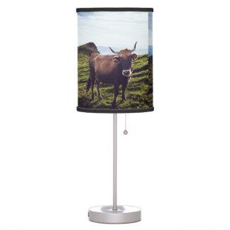 Luminária De Mesa Vaca bovina na paisagem bonita