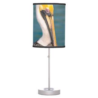 Luminária Fim do retrato do pelicano acima com o oceano no