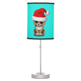 Luminária Leão Cub bonito que veste um chapéu do papai noel