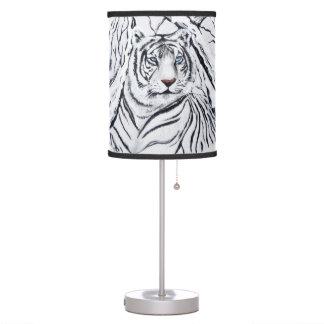 Luminária Tigre branco que mistura-se dentro