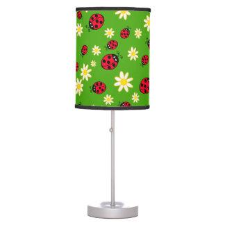 Luminária verde bonito do teste padrão de flor do joaninha e