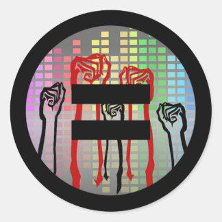 Luta para a igualdade adesivo redondo