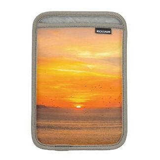 Luva Para iPad Mini Costa do por do sol com Sun alaranjado e pássaros