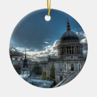 Luz do sol sobre a catedral de St Paul, Londres Ornamento De Cerâmica Redondo