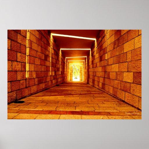 Luz na extremidade do túnel posters
