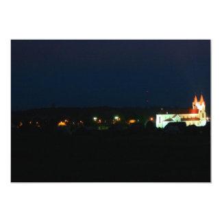Luzes da igreja da cidade convite 12.7 x 17.78cm