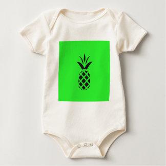 Maçã do pinho preto no verde body para bebê
