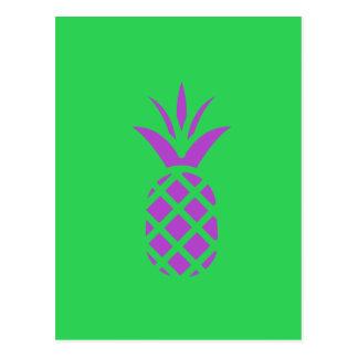 Maçã roxa do pinho no verde cartão postal