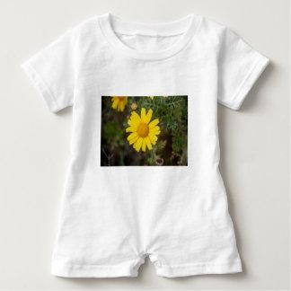 Macacão Para Bebê Amarelo do cu da flor da margarida