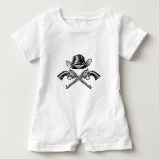Macacão Para Bebê Chapéu de vaqueiro e armas cruzadas
