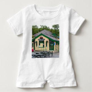 Macacão Para Bebê Estação de comboio da montanha de Snowdon,