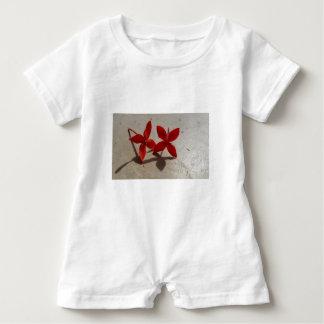 Macacão Para Bebê Flores vermelhas