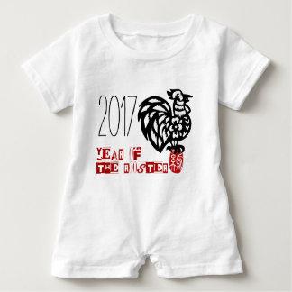 Macacão Para Bebê Nascer do bebê no gráfico 7 do ano do galo