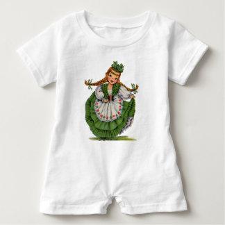 Macacão Para Bebê O dançarino irlandês retro da boneca com dobras