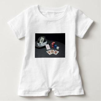 Macacão Para Bebê O póquer carda o chapéu do gângster