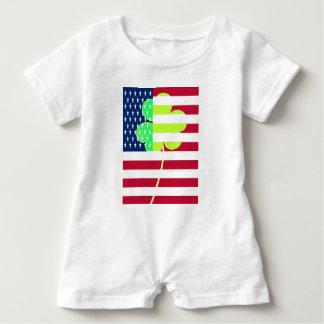 Macacão Para Bebê Trevo irlandês St Patrick do trevo da bandeira