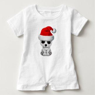 Macacão Para Bebê Urso polar do bebê que veste um chapéu do papai