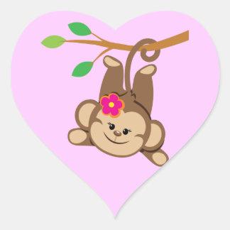 Macaco de balanço da menina adesivo de coração