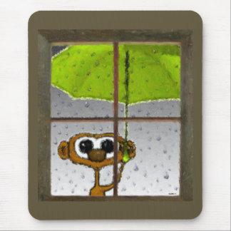 Macaco do dia chuvoso mouse pad