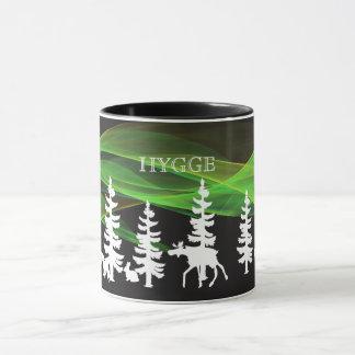 Madeiras nórdicas de Hygge no branco com aurora Caneca