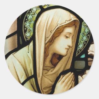 Madonna no vitral da oração adesivos redondos