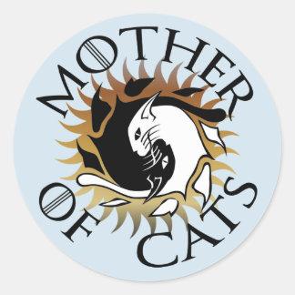 Mãe da etiqueta redonda dos gatos