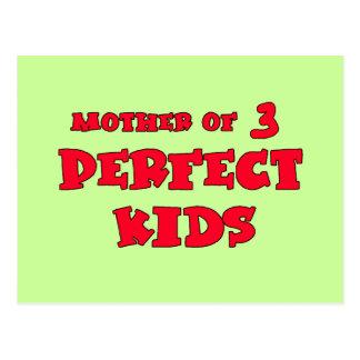 Mãe do T bonito do dia da mãe de três miúdos Cartão Postal