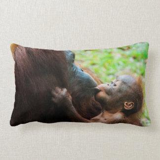 Mãe e bebê do orangotango almofada lombar