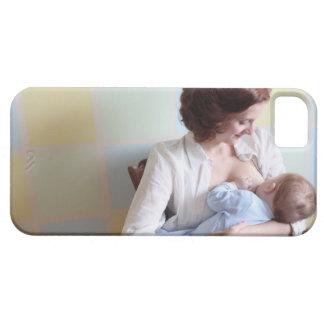 mãe nova quealimenta seu bebé capa para iPhone 5