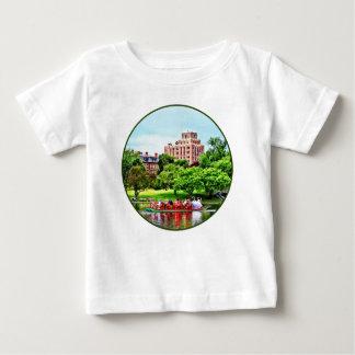 MÃES de RndCORR_SwanBoatAtBostonCommonsBoston - Camiseta Para Bebê