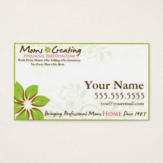 Mães que criam o cartão de visita financeiro da