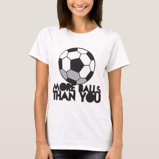 MAIS BOLAS do que você bola de futebol Camiseta