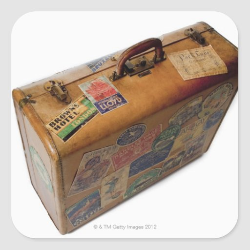 mala de viagem antiquado com etiquetas do viagem adesivo quadrado