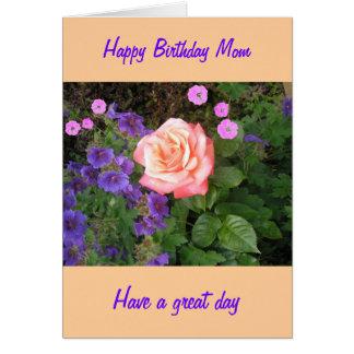 Mamã cor-de-rosa do aniversário do pêssego cartão comemorativo