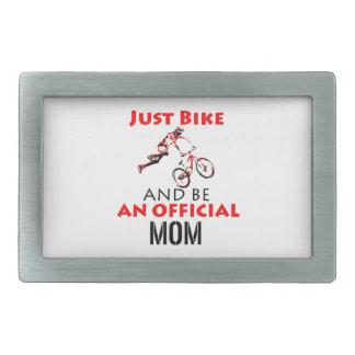 Mamã engraçada do ciclismo