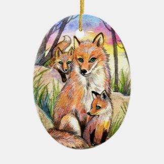Mama Fox e raposas do bebê em madeiras do por do Ornamento De Cerâmica Oval