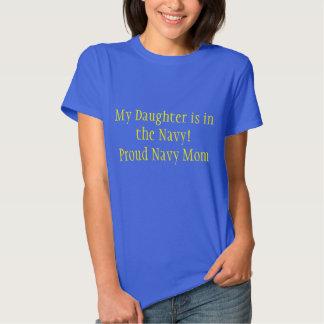 Mamã orgulhosa do marinho de uma camisa da filha t-shirt
