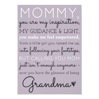 Mamães ao anúncio bonito da gravidez da avó